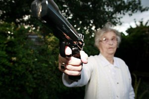 badass-grandma-with-killer-gun